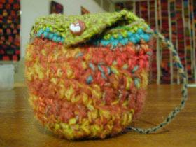 手編みの小物入れ